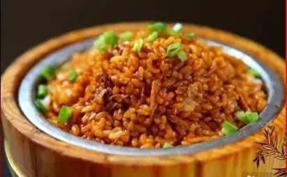 一大碗剩米饭图片