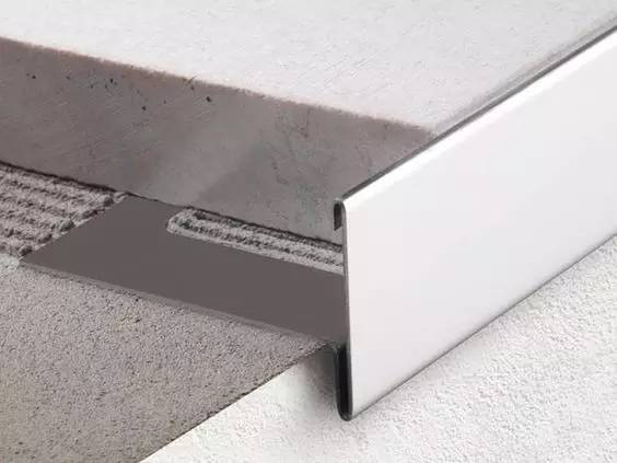 瓷砖与木地板平接(嵌z型铜条) 木地板与石材平接(嵌t型铜条)