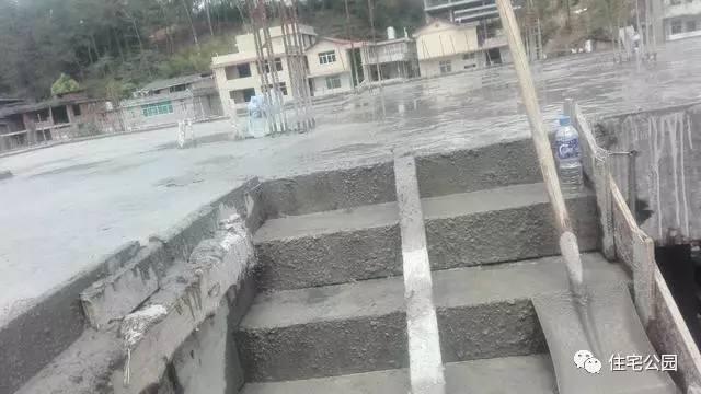 自建房遇软地基,筏板基础和框架结构应该怎么做?