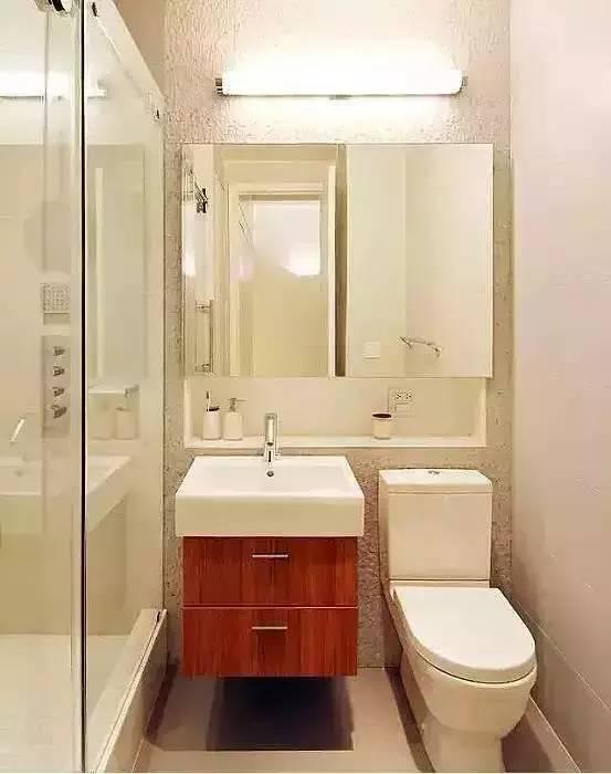 浴柜和马桶体积小巧,可以考虑做一个长方形浴房