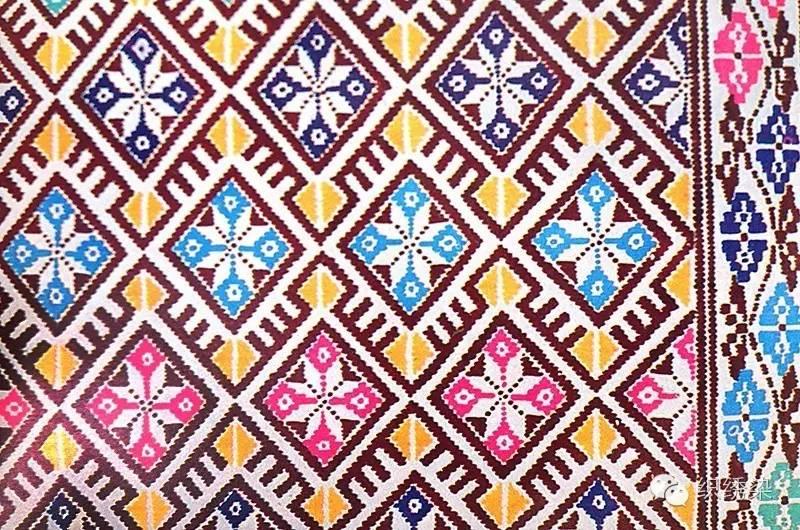 《广西少数民族织锦图案选集》,与上一本分享的《》相同,都是手绘的纹
