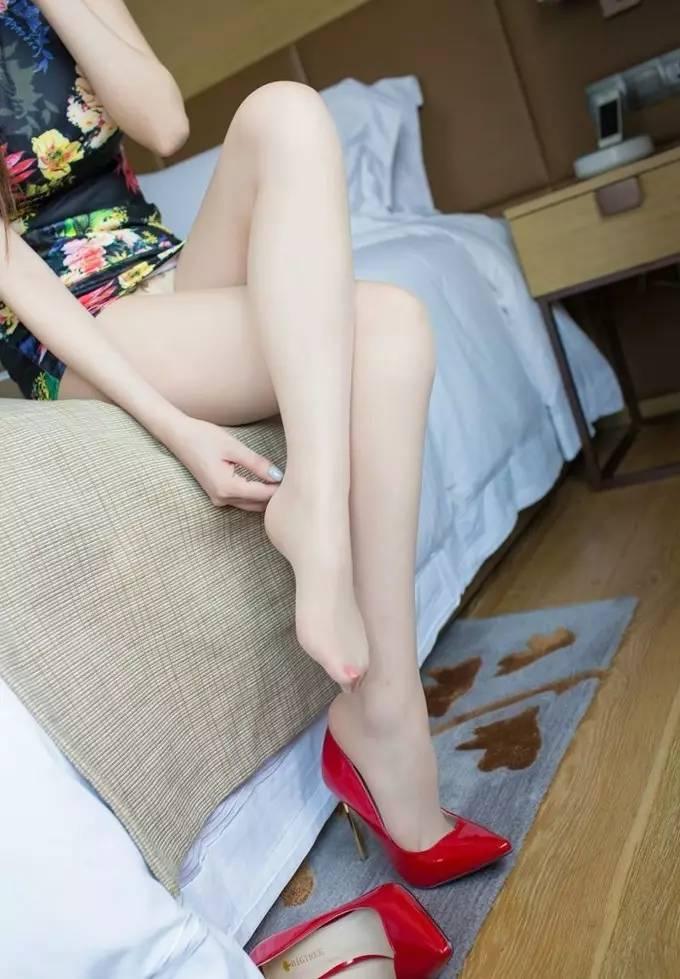 旗袍丝袜高跟美腿私拍性感诱人养眼私房写真