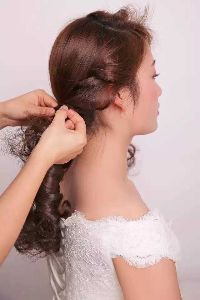 新娘盘头发简单好看 的步骤 图解