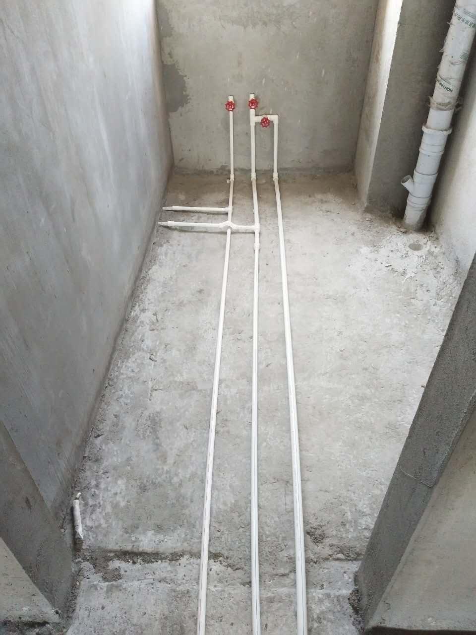 商業主樓室內給水管施工中