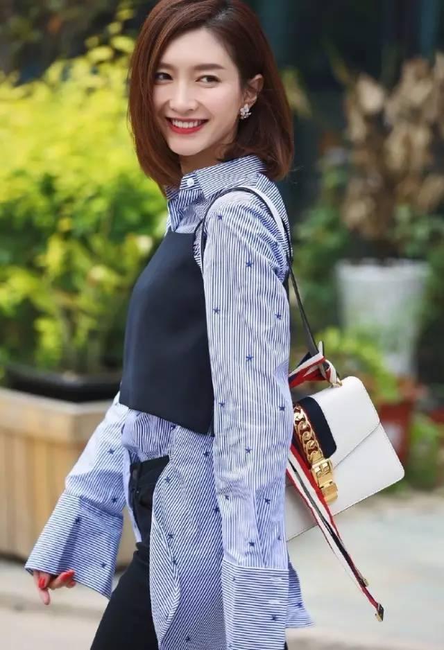 的请举手 剧中饰演李易峰师姐的唐艺昕最近势头也很不错    长头发的图片