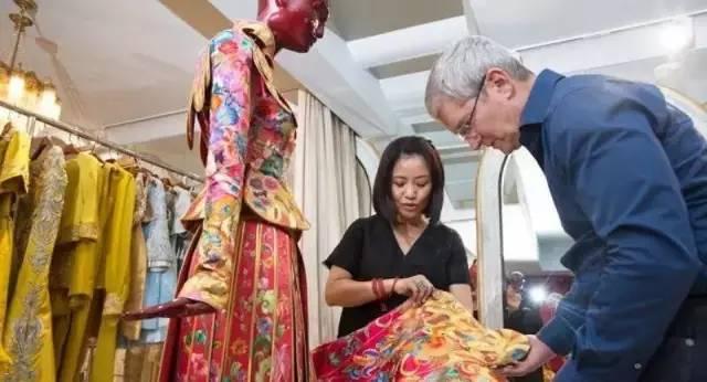 他的第一站便是郭培的工作室:玫瑰坊 只为了看一件中国嫁衣 郭培是图片