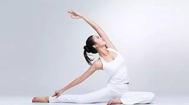 瑜伽动作,减掉小肚腩,让脂肪燃烧起来