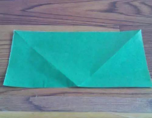 准备一张长方形纸,一定是两个正方形的长方形纸