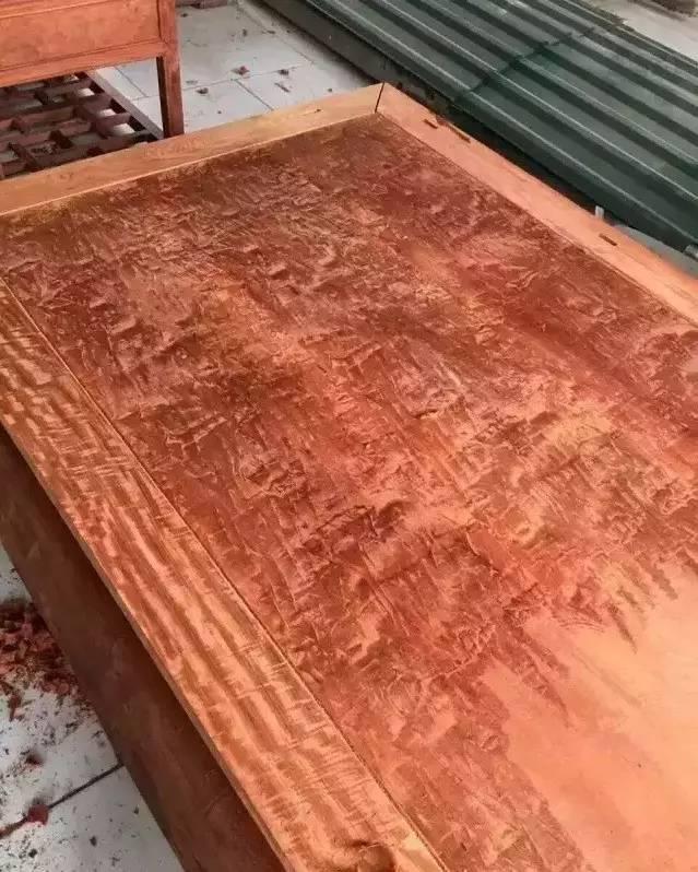 红木纹理印刷设备,可以在白木上一次成型的印刷出