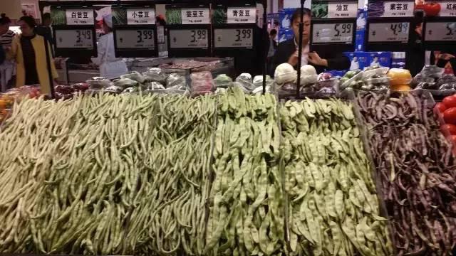 科技 正文  一,蔬菜陈列 ▼冷藏精品蔬菜 ▼葡萄是可以免费品尝的哦.图片