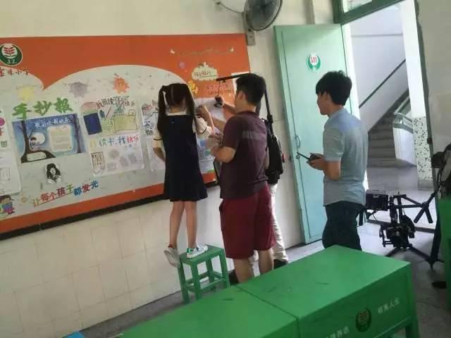 来来回回拍了几十次 在第三个场景拍摄时,作曲林伟文老师到现场探班图片