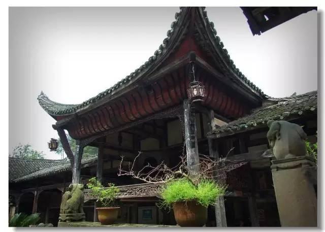 占地面积7026平方米,为穿枓木结构,两重堂四合院带附院一楼一底建筑.