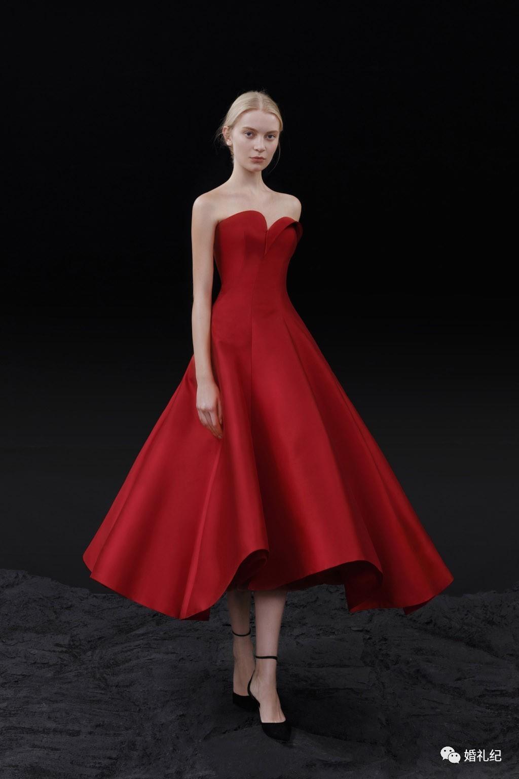 特别的裙摆设计让整体气质提升一个level!