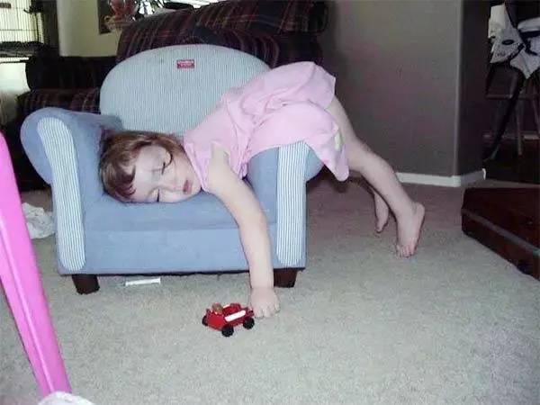 """▶一组宝宝们可爱的睡姿送给大家,笑死了!"""""""