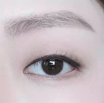 不画眼线的素颜妆图片
