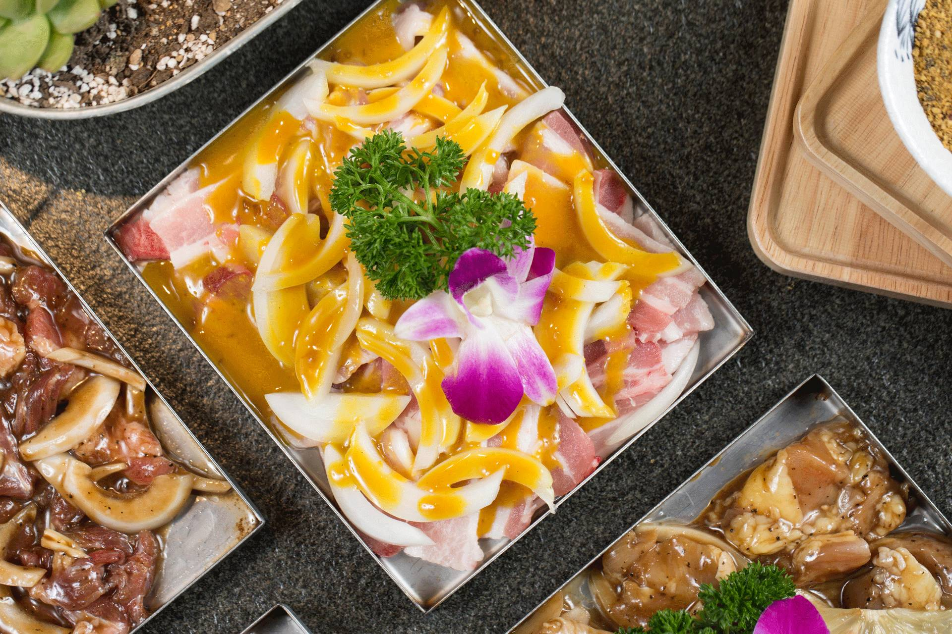 美食 正文  这绝对又是具有东北特色的烤品,芥辣口味的五花在天津也不