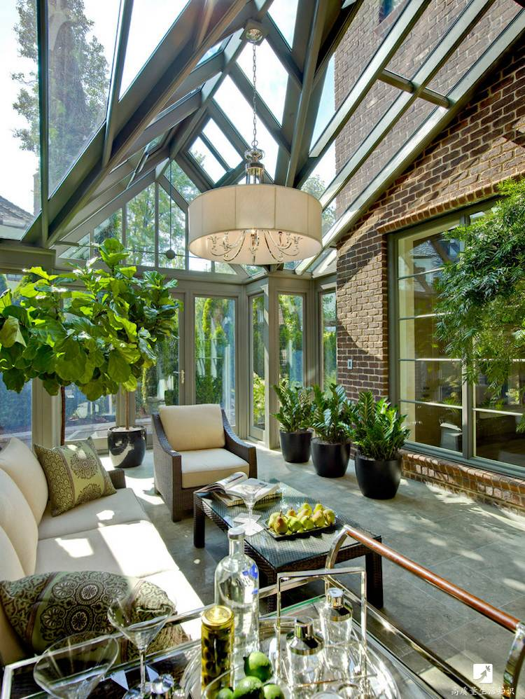 阳光房的设计 既时尚又充满了原生态的气息 不需要灯光 也能明亮耀眼
