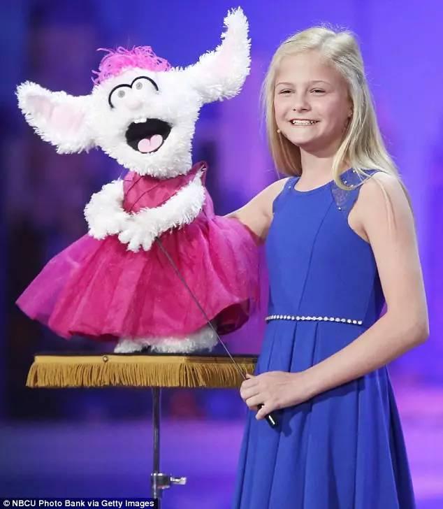 12岁女孩用腹语深情演绎歌曲 夏日时光 获美国达人秀决赛直通