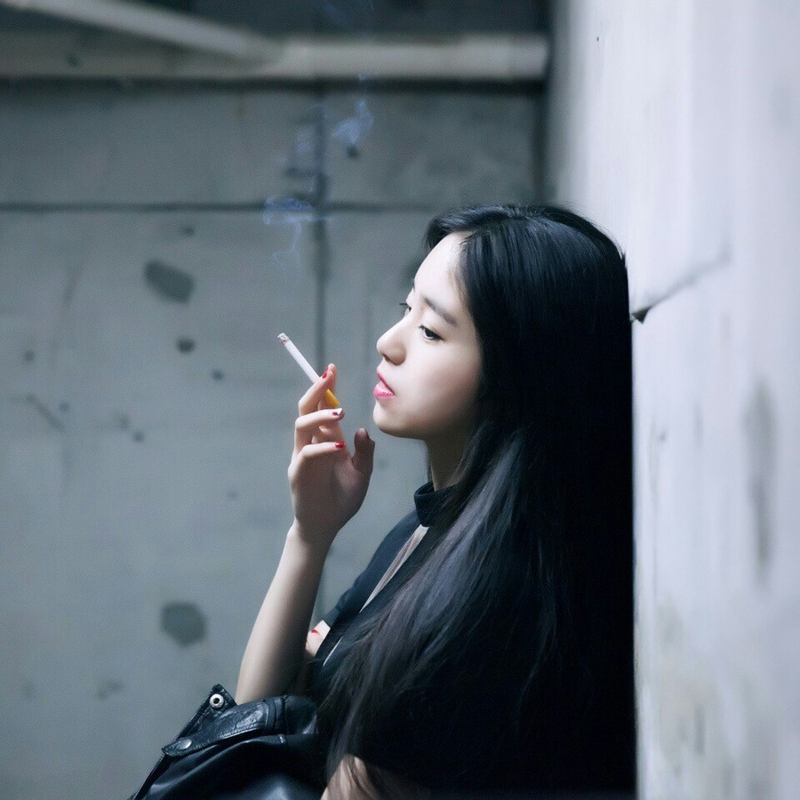 抽烟女�_吸烟女头丨吸烟是兴趣与人品无关