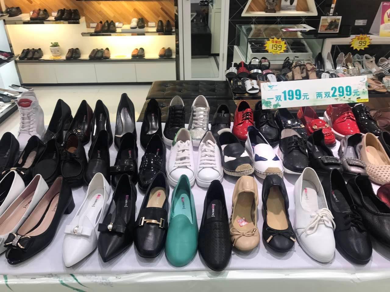 七匹狼女鞋专柜