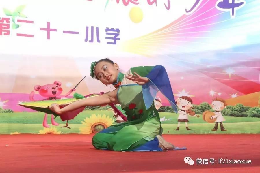 萨克斯《一剪梅》   表演者:李昊哲   表演唱《感恩的心》   独舞《咏荷
