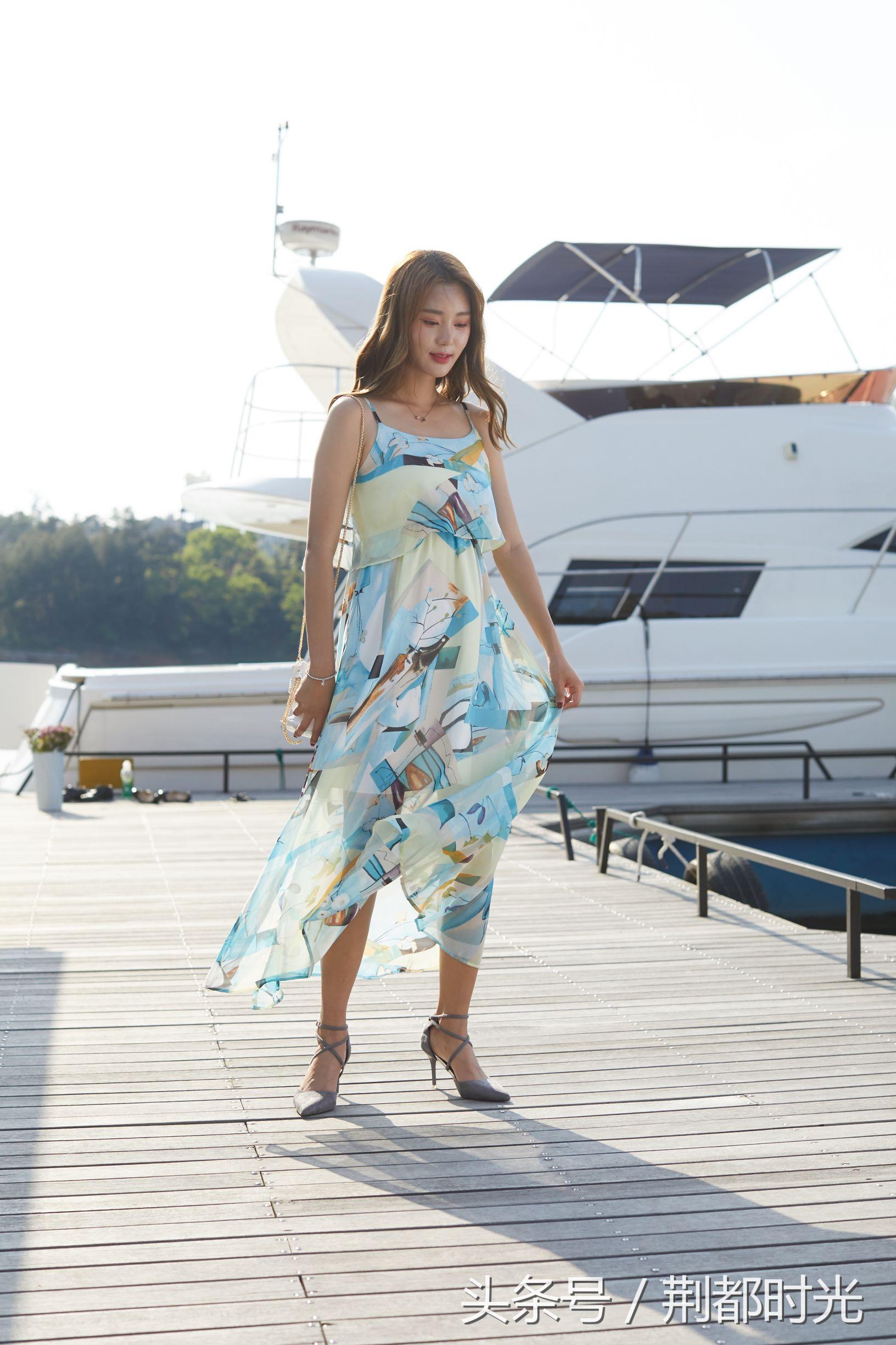 人像摄影美女模夏季连衣裙女神夏季大长腿必备图片