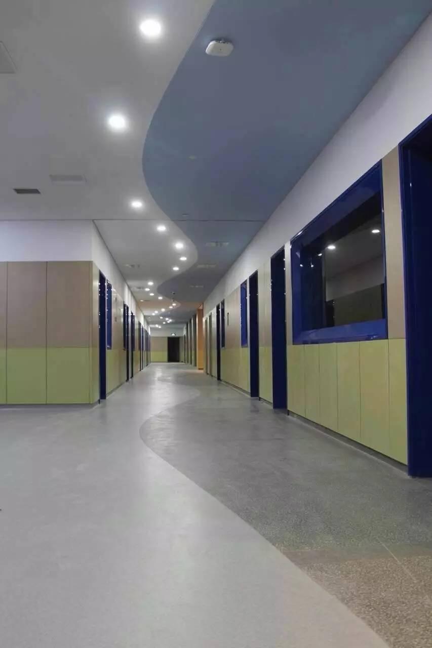 旅游 正文  青少年活动中心有琴棋书画教室,科普大讲堂和科技展厅等图片