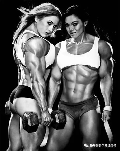 健美肌肉女写真_块头大,重量大,体型大 体型和重量级健美比赛的男人相似 9分肌肉女