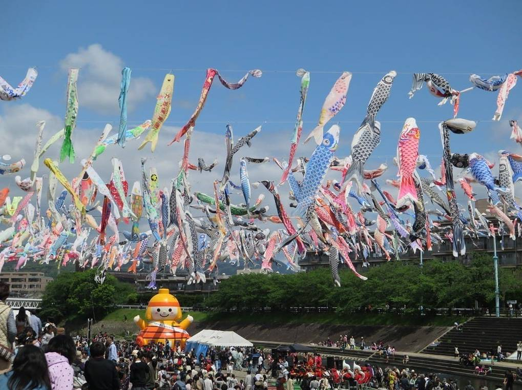 (日本儿童节的鲤鱼旗活动)
