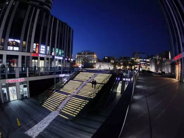 下沉式广场:增加了溢价空间,又丰富了城市景观体系!图片