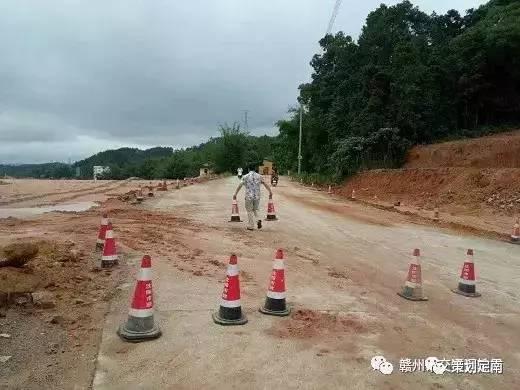 定南东互通连接线工程砂头桥施工临时便道被暴雨冲毁