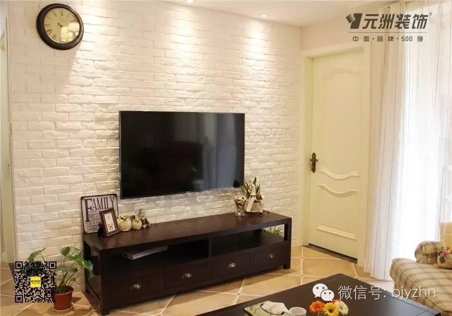 客厅沙发背景墙,简单的石膏线框做造型.
