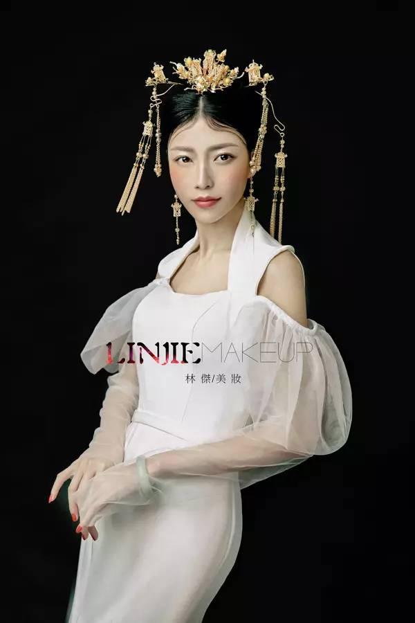 时尚个性中式新娘妆 体现不一样的优雅美!图片