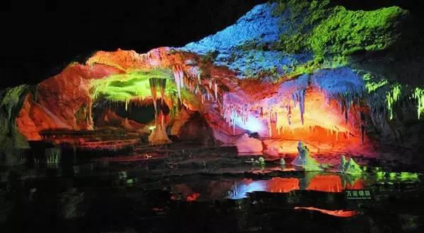 具体而微之地下三峡.洞体长度6100米,目前已开发3100米.