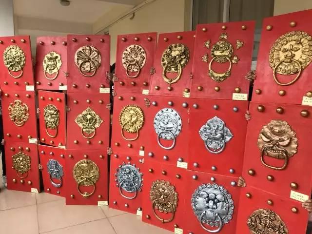 东厅门小学浮雕仿铜画作品 开门红