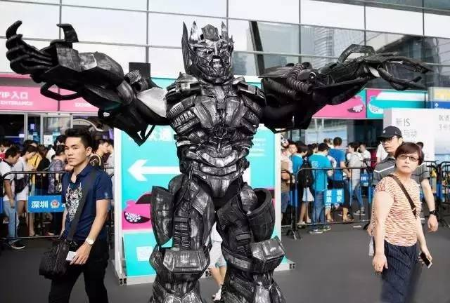 茵特里智能机器人云小宝获国际车展 新宠