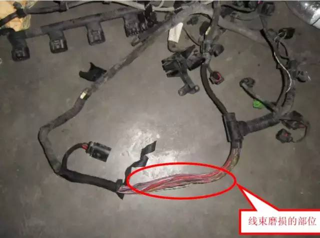 查询发动机电路图,转速传感器信号直接到发动机电脑