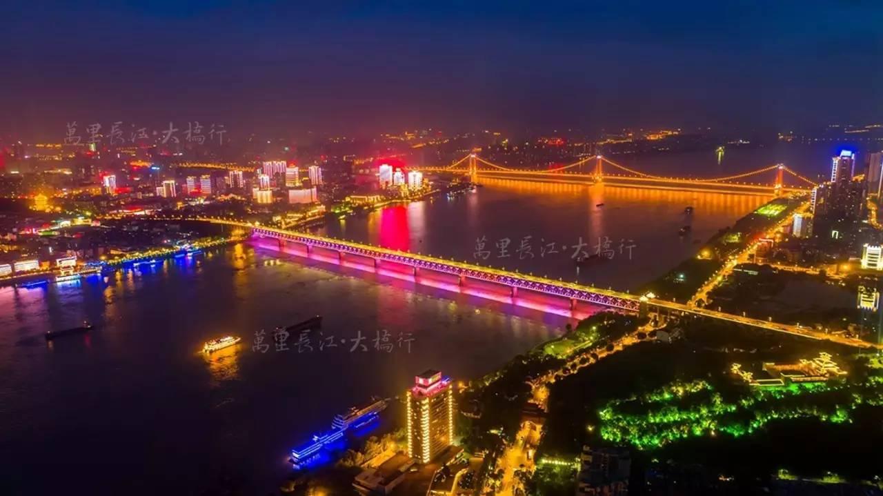 武汉长江大桥和鹦鹉洲大桥夜景.图片