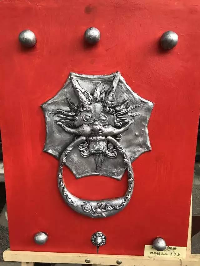 术 东厅门小学浮雕仿铜画作品 开门红