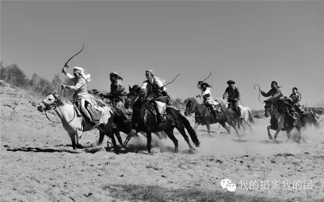 夏季坝上万马奔腾 蟠龙山长城摄影图片