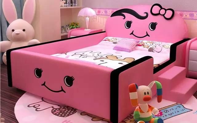 时尚小熊猫造型儿童床,熊猫造型生动形象,非常可爱,为孩子营造温馨的