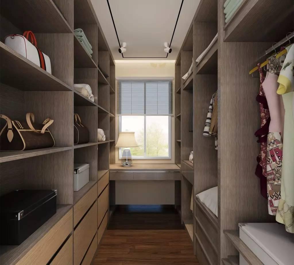 除了衣服,饰品,包包,领带,皮带等搭配物品,也是要储存到衣帽间的图片