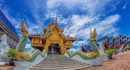旅游 正文  蓝庙占地面积超过80莱,在泰国1莱等于1600平方米,所以蓝庙