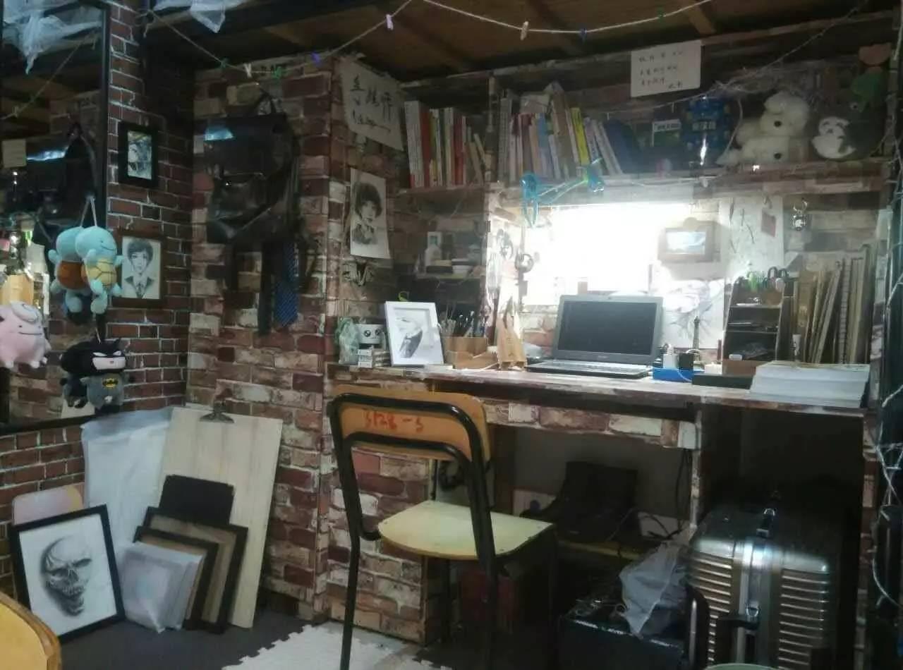 418的主题是星空之城, 在这样简单而又不失布置的寝室里生活图片