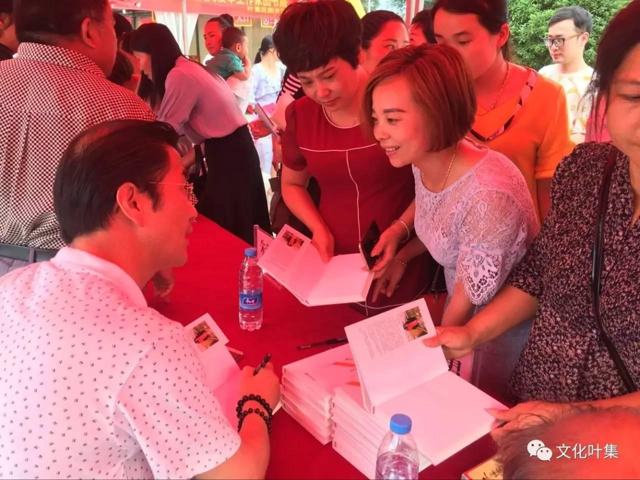 叶集区第一届 书香叶集 文化惠民 全民阅读图书巡展顺利启动