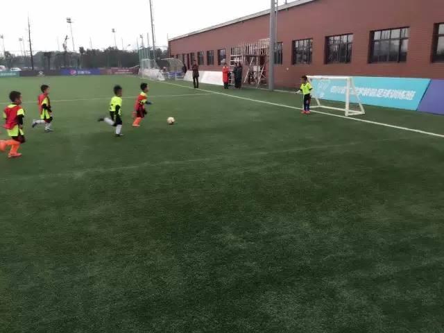 郑州足球培训班 少年足球培训学校 足球俱乐部 河南运之杰
