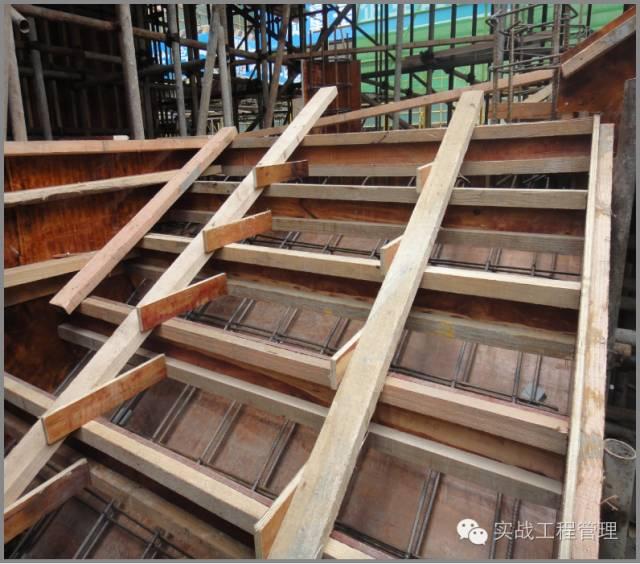 敞开式楼梯模板-项目经理 总工 必懂的 主体施工 技巧