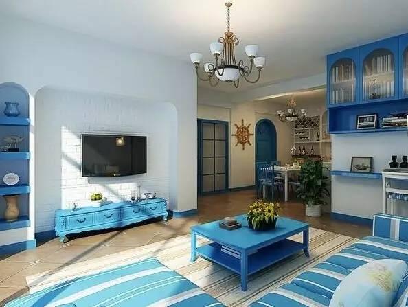2、地中海风格特点 (1)分为拱门与半拱门窗,白色毛墙面,通常采用半穿凿或全穿凿来增强实用性和美观性。 (2)蓝与白是比较典型的地中海颜色搭配。黄色、蓝紫色和绿色,土黄及红褐色也是地中海不同区域的典型色彩搭配方式。 (3)家具和房屋的轮廓线条比较自然,容易形成一种独特的圆润造型。