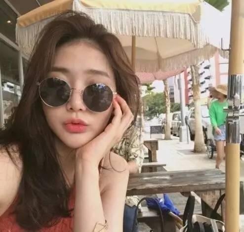 韩式微卷中长发 这种慵懒感发型才是爱美女生的最爱