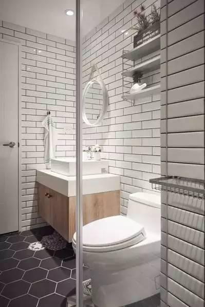 卫生间的长方形瓷砖与花色六角地砖设计给人耳目一新的感觉.图片